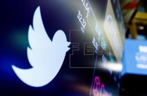 Las autoridades rusas tomaron la decisión de ralentizar la conexión de Twitter en el país. Foto:EFE