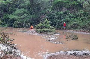 El Sinaproc envió varias unidades y equipo de rescate a la zona inundada. Foto: Eric A. Montenegro