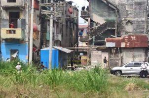 """El penúltimo de los homicidios en Colón se dio ayer en el sector conocido como """"la unidad"""" en la calle 11 y 12 avenida Federico Boyd y Meléndez. Foto: Delfia Cortez"""