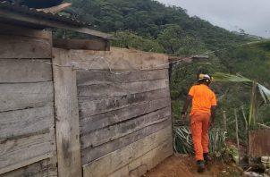 A una humilde vivienda se le desprendió el techo ayer en Santa Marta, La Pintada, en Coclé. Foto de cortesía