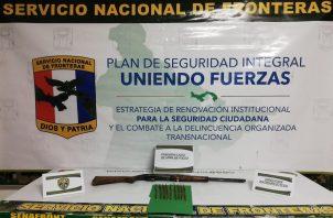 El arma decomisada es un rifle calibre 22, sin documentos. Foto: Mayra Madrid