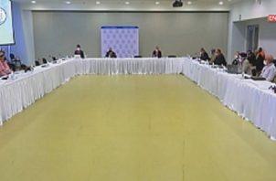 La mesa plenaria entró a su cuarta semana tratando de superar el tema de la metodología. Solo se reúne dos veces por semana. Foto de internet