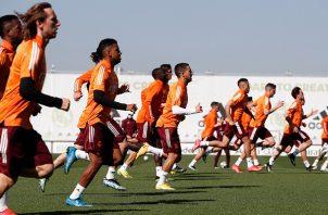 Jugadores del Real Madrid entrenando para enfrentar al Liverpool el próximo martes. Foto: Twitter