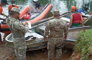 Miembros de la Policía Nacional y del Servicio Nacional Aeronaval (Senan), apoyaron en la búsqueda. Foto: Diómedes Sánchez
