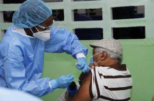 La vacunación contra la covid-19 llegó este miércoles a otros dos circuitos.