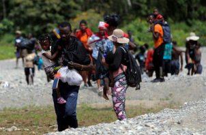 Migrantes llegan tras cruzar la selva a la comunidad de Bajo Chiquito, provincia del Darién (Panamá).Migrantes llegan tras cruzar la selva a la comunidad de Bajo Chiquito, provincia del Darién (Panamá).