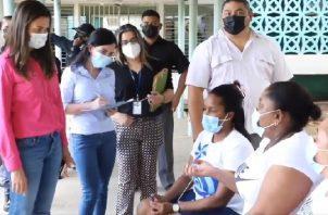 El fin de semana pasado, la ministra de Gobierno, Janaina Tewaney (izquierda) visitó la Cárcel de Mujeres para conocer su condición.