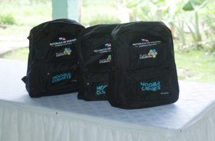 Se entregaron tres mochilas de forma simbólica de las 386 que les corresponden a niños (as) de escasos recursos de la provincia coclesana.