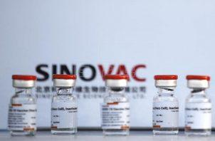 La vacuna CoronavaC se almacena de 2 a 8 grados centígrados.
