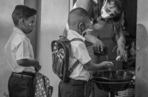 Un docente con vocación sabe adaptarse a los cambios, entender a sus alumnos, comprender y abandonar ideas obsoletas que mantienen en atraso a dos generaciones. Foto: EFE.