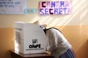 Estas elecciones se celebrarán en medio del escenario crítico de la segunda ola de la pandemia, que golpea duramente a Perú.