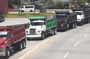 Los camioneros ocasionaron tranque vehicular. Foto: Víctor Arosemena