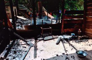 La vivienda incendiada estaba construida de madera y cemento. Foto: Thays Domínguez