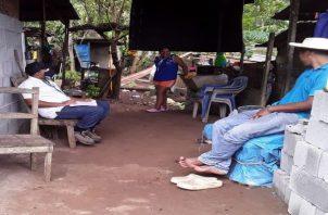 MiAmbiente realiza una serie de encuestas en El Chileno de Capira, para poner en marcha el programa de estufas ecológicas. Foto: Eric Montenegro