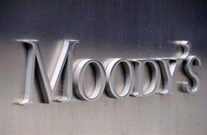Logo de la agencia de calificación Moody's en la fachada de su sede en Nueva York (EEUU).