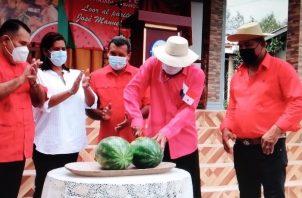 Autoridades municipales y de la Universidad de Panamá rindieron homenaje a Manuel Luna. Foto: Thays Domínguez