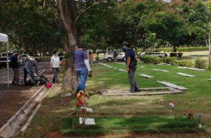 El pasado jueves, en el Jardín de Paz, se realizó la exhumación de una de las víctimas de la invasión, luego que un tribunal lo autorizara. Foto: cortesía Comisión 20 de diciembre