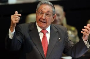 Raúl Castro deja la secretaría del gobernante Partido Comunista de Cuba. Foto: EFE
