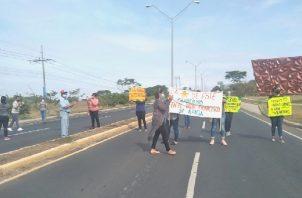 Los padres de familia exigen que se culminen los trabajos que se iniciaron en el 2019. Foto: Thays Domínguez
