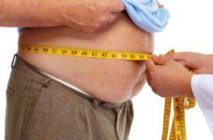 Para conocer cuál es su IMC deben dividir los kilogramos de su peso entre el cuadrado de la estatura en metros. Pixabay