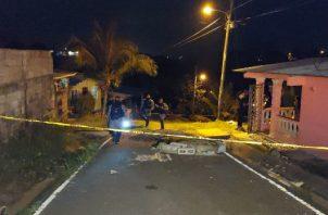 Las autoridades acordonaron el área y realizaron operativos en diferentes lugares de la ciudad de Colón. Foto: Diomedes Sánchez