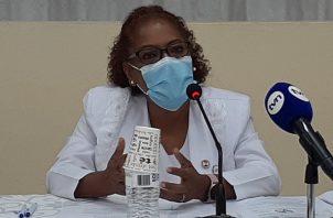 La presidenta de la Asociación de Enfermeras, Ana Reyes de Serrano, realizó el anuncio. Foto: Víctor Arosemena
