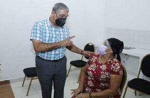 El ministro Luis Sucre negó que se hayan incumplido con los acuerdos. Foto: Cortesía Minsa