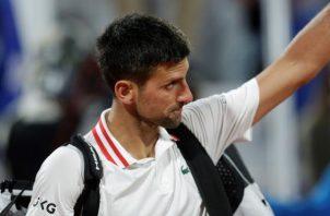 """Novak Djokovic, decepcionado tras perder ante el """"fenomenal"""" Aslan Karatsev. Foto: EFE"""