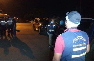 El conductor del taxi salió ileso y trasladó a los heridos centro de salud de Palmas Bellas, pero ya habían fallecido. Foto: Diomedes  Sánchez