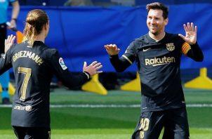El francés Antoine Griezmann y el delantero Leo Messi, celebran el primer gol ante Villarreal. Foto:EFE