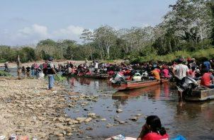 Miles de migrantes se mantienen en albergues en Darién.