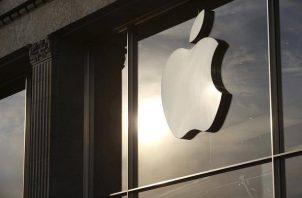 Apple ingresó en el último trimestre de 2020 $111,439 millones. EFE