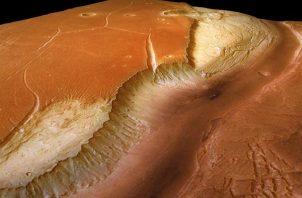 Fotografía de archivo de la nave espacial 'Mars Express' que muestra un gigantesco valle glacial en el planeta Marte.