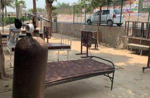 Vista de un centro ambulatorio callejero en un barrio de Nueva Delhi, India. EFE
