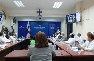 Autoridades y dirigentes tratan de llegar a un acuerdo. Foto: Cortesía Minsa