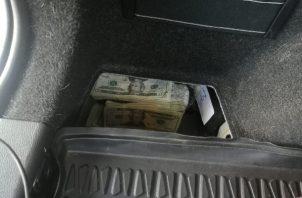 Los 25 mil dólares fueron ubicados en un auto BMW. Foto: José Vásquez