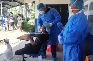 Personal de salud aplicó 8,556 pruebas nuevas de contagio de covid-19 en las últimas 24 horas en Panamá. Foto: Cortesía Minsa