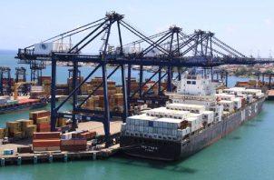 La actividad portuaria es una de las que mayores ingresos genera al país. Archivo.