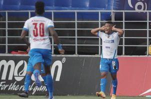Ronaldo Dinolis marcó al minuto dos, el gol más rápido en toda la historia de la rivalidad entre Plaza y Árabe. Foto. Cortesía LPF