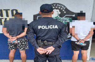 Los dos ciudadanos y la mercancía incautada fueron puestos a órdenes del Ministerio Público. Foto: Diomedes Sánchez