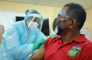 Aumentar la velocidad de vacunación es clave para evitar nuevas variantes en el país. Foto: Cortesía Minsa