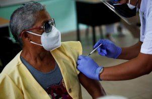 Pfizer ha entregado a Panamá un total de 837,580 dosis de vacuna. EFE