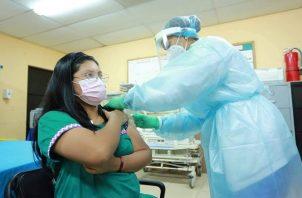 Panamá ha aplicado más de medio millón de dosis de la vacuna contra la covid-19. Foto: Cortesía Minsa