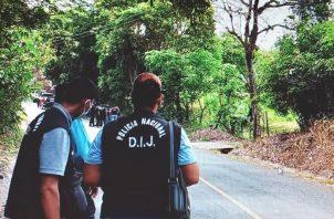 Unidades de la Policía Nacional y miembros de la DIJ), acordonaron el área. Foto: Eric A. Montenegro