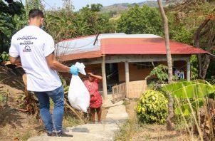 El Plan Panamá Solidario incluye la entrega de bolsas con comida. Foto: Cortesía Presidencia