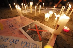 Colombianos se reúnen en el parque Urracá en apoyo a las protestas que completan una semana en Colombia, desde Ciudad de Panamá (Panamá).