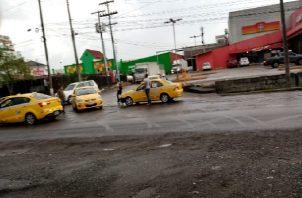 Los conductores del sector selectivo cerraron las vías como medida de presión. Foto: Diomedes Sánchez