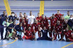 Jugadores panameños festejan su pase a Lituania. Foto:Fepafut