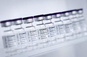 La Agencia Europea de Medicamentos (EMA) analiza los casos de síndrome de Guillain-Barré (GBS) notificados tras inyecciones con AstraZeneca. Foto: EFE