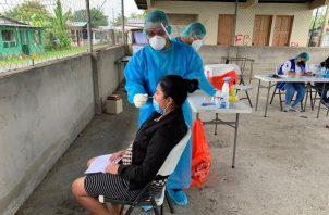 Personal de salud realizó 6,015 pruebas nuevas para detectar la covid-19 en 24 horas. Foto: Cortesía Minsa